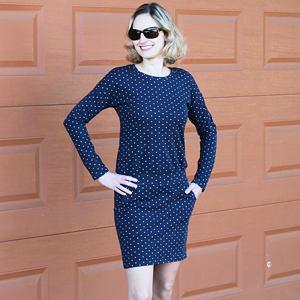 Šaty hvězdičky na tmavě modré