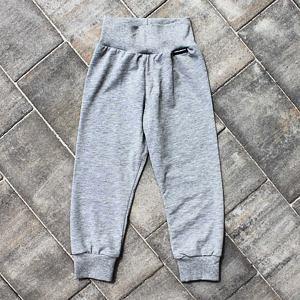 LETNÍ / pyžamové tepláčky šedý melír