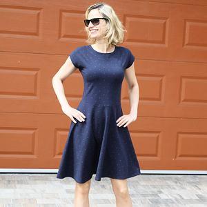 Letní šaty skořicové puntíky na modré