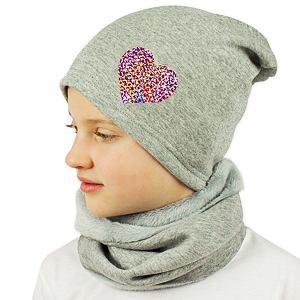 Zimní čepice šedá spadená se srdíčkem