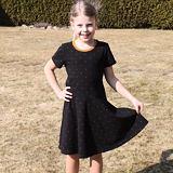 Letní šaty skořicové puntíčky na černé
