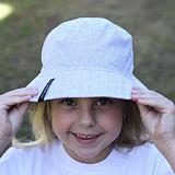 Dětský klobouček bavlněný kytky ObleCzech