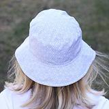 Dámský klobouk kytky na bílé ObleCzech