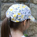 Letní dívčí čepice motýlci na bílé ObleCzech